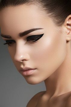 Black cat eye liner and nude lips