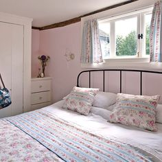 Cottage bedroom | Vintage bedroom style | Bedroom | PHOTO GALLERY | Country Homes and Interiors | Housetohome.co.uk