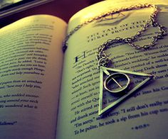 harry potter and the deathly hallows. i want this necklace...and i want the deathly hallows... I AM A MASTER OF DEATH!!!! LOL