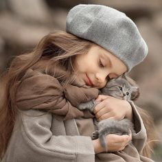 perros y gatos tiernos ile ilgili görsel sonucu So Cute Baby, Cute Kids, Cute Babies, Animals For Kids, Cute Baby Animals, Hug Your Cat Day, Tier Fotos, Beautiful Children, Animals Beautiful