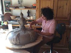 Ottimo mamma rilievo quasi finito, poi lo lasciamo riposare comodo comodo per un paio di mesi.  #stufecollizzolli #stufe #handmade #madeinitaly #fattoamano #artigianato #design #italy #arte #qualità #home #casa #arredamento #arredamentocasa #interiordesign #designhome #processoartigianale #ceramica #ceramicart #maiolica #argilla #kachelofen #cotturainforno #pittura #incisioni #rilievi #decorazioni #trentino #bolbeno