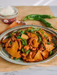 Chinese Tofu Sheet Stir-Fry (千张肉丝) recipe by The Woks of Life Dried Tofu, Stir Fry Recipes, Tofu Recipes, Drink Recipes, Delicious Recipes, Dinner Recipes, Salt And Pepper Shrimp, Wok Of Life, Peach Cake