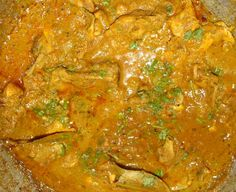 How to make Murgh Kalia (Bengali Chicken Curry) -  Ingredients:Chicken - 500 gms, cut into 4 to 6 piecesGhee - 1 1/2 tblspTomatoes - 100 gms, choppedOnions - 3/4 cup, choppedTurmeric Powder - 1/2