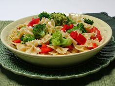 I'm Turning 60...: Anna Sultana's Farfalle Salad Easy Healthy Recipes, Gourmet Recipes, Farfalle Recipes, Crispy Pizza, How To Peel Tomatoes, Curry Shrimp, Tapenade, Easy Cooking, Food Print