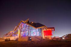 """El biomuseo de Frank Gehry para la ciudad de Panamá """"...Es un museo dedicado a la biodiversidad e historia natural de Panamá cuya construcción ha durado casi diez años.  Sus instalaciones mostrarán a los visitantes la rica flora y fauna de este país en una superficie de unos 4.000 metros cuadrados.. """""""