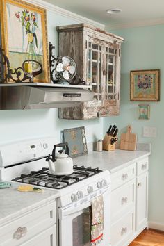 cottage kitchen, white cabinets, farmhouse kitchen, antique cabinet, kitchen decor