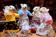 Adorable mouse frisnds Four friends geting by Morenafelting
