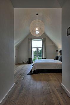 52 Comfy Attic Bedroom Design And Decoration Ideas bedroom Attic Master Bedroom, Attic Bedroom Designs, Attic Rooms, Bedroom Doors, Bedroom Loft, Home Bedroom, Bedroom Ideas, Light Bedroom, Attic Bathroom