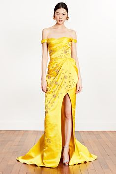 Dennis Basso Resort 2019 Fashion Show Collection: See the complete Dennis Basso Resort 2019 collection. Look 26