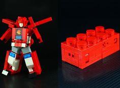 LEGO : Transformers-like robot made by Japanese builder Moko