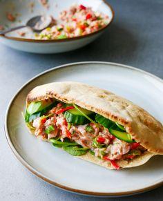 SPICY TUNFISKSALAT - Bakekona Spicy, Sandwiches, Tacos, Food And Drink, Baking, Ethnic Recipes, Food, Cilantro, Bakken
