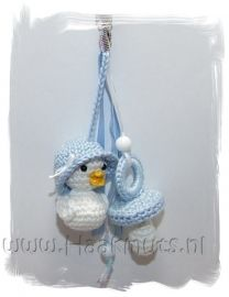 * Tashanger Mini duckling with nipple Crochet Baby Toys, Easter Crochet, Crochet Gifts, Crochet For Kids, Crochet Dolls, Free Crochet, Baby Patterns, Crochet Patterns, Baby Bootees