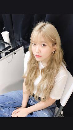 yeri's insta-story update! Seulgi, Kpop Girl Groups, Kpop Girls, Red Velvet イェリ, Brown Blonde Hair, Blonde Hair Korean, Kim Yerim, K Idol, Pretty People