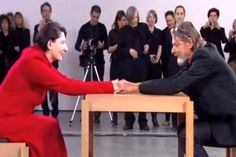 Para quem não conhece,Marina Abramoviccomeçou sua carreira no início dos anos 70 e é considerada por muitosuma das artistas mais polêmicas da atualidade. Seu trabalho figura em numerosas coleções públicas e privadas, além de contar com participações nas mais importantes mostras de arte internacionais com suas performances. Nos anos 70, Marina Abramovic viveu uma intensa história de amor com o também artista Ulay. Eles fizeram arte simbioticamente durante 12 anos nômades, entre 1976 e…