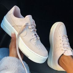 Nike Air Force 1 Sage Beige Womens Shoes - Sneakers Nike - Ideas of Sneakers Nike - The new Nike Air Force 1 Sage shoes in beige are one of the coolest shoes for 2018 / Comfortable beige shoes with thick Nike sole and stylish details. Women's Shoes, Beige Shoes, Hype Shoes, Flat Shoes, Nike Shoes Outfits, Shoes Style, Work Outfits, Oxford Shoes, Nike Shoes Air Force