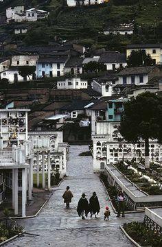 Paseo, Cemetery, Quito, Ecuador by Marcelo  Montecino, via Flickr
