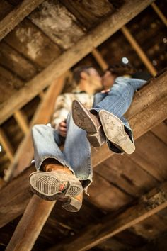 Engagement photos. Cowboy boots. Barn