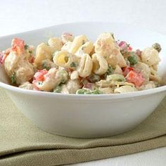 Pasta Salads under 300 calories--Macaroni Salad with Bacon, Peas, and Creamy Dijon Dressing Healthy Pasta Salad, Summer Pasta Salad, Healthy Pastas, Pasta Salad Recipes, Healthy Recipes, Protein Salad, Top Recipes, Summer Salads, Healthy Foods