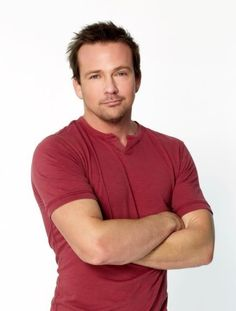 Sean Patrick Flanery....He looks soooo good in this picture!