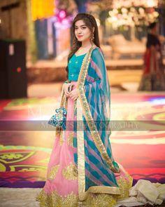 Arisha razi at aineeb's mehndi Asian Wedding Dress Pakistani, Pakistani Party Wear Dresses, Simple Pakistani Dresses, Shadi Dresses, Pakistani Fashion Casual, Pakistani Wedding Dresses, Pakistani Dress Design, Pakistani Outfits, Party Dresses