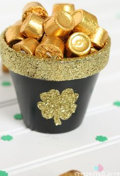 St. Patrick's Day easy decor or gift: Pot of Gold March Crafts, St Patrick's Day Crafts, Holiday Crafts, Holiday Snacks, Holiday Games, Holiday Ideas, Kid Crafts, Easter Crafts, Holiday Fun
