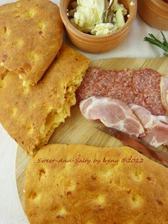sweet-and-salty: Somuni sa ajvarom / Flatbread With Roasted Red Pepper Chutney