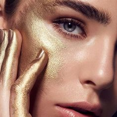 Mehron Beauty with Gold Metallic Powder. ・・・ Holiday Gold Glam ✨✨with Shot by Makeup by using Metallic Makeup, Gold Makeup, Metallic Paint, Glitter Makeup, Mehron Makeup, Makeup Eyeshadow, Makeup Brush, Gold Face Paint, Gold Aesthetic