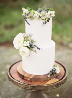 Simple Wedding Cakes Made to Inspire - MODwedding