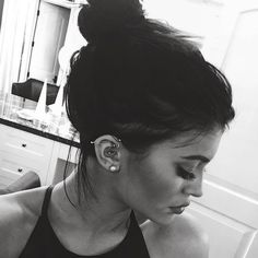 Kylie Jenner, Plastic Surgery, Botox, Implants: The Unfortunate Evolution of Kylie's Face (PHOTOS) - Ear Piercing Style Kylie Jenner, Kylie Jenner Fotos, Kendall And Kylie Jenner, Piercing No Tragus, Cute Ear Piercings, Body Piercings, Cartilage Hoop, Unique Piercings, Celebrity Ear Piercings