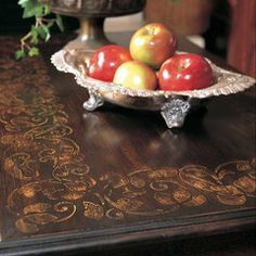love the stenciled border around the edge of the table