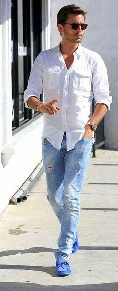 White shirt, blue jeans & fab blue swede loafers on Scott Disick Sharp Dressed Man, Well Dressed Men, Stylish Men, Men Casual, Casual Shirts, Casual Outfits, Classy Outfits, Herren Style, Look Man