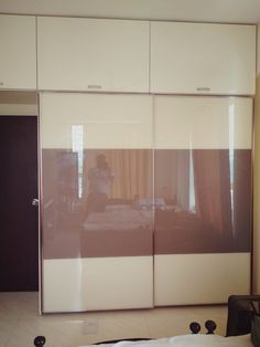 Backpainted glass Door Wardrobe! Make it easy with design and color combination