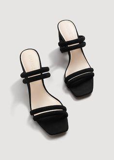 Sandal med skinnremmer