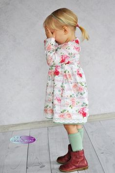 Sweet Roses-Sweet Roses A flowery dress for my girl❤ The Wanda by cut whisper❤❤❤ # Whispering cuts - Cotton Textile, Cotton Fabric, Fashion Kids, Girl Fashion, Flowery Dresses, Toddler Girl Style, Girls Dresses, Summer Dresses, Kind Mode