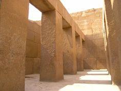 **Sistema simple de pilar y dintel en el Templo del Valle de la Pirámide de Kefrén.
