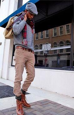 Grauer Strickpullover, Beige Jeans, Braune Lederstiefel, Beige Segeltuch Rucksack für Herren