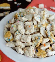 Golden Birthday Cake Oreo Puppy Chow is a delicious combo of Chex cereal, Funfetti cake mix and Oreos! This easy no bake dessert is perfect for sharing! Puppy Chow Snack, Puppy Chow Recipes, Chex Mix Recipes, Snack Recipes, Snacks, Oreo Icebox Cake, Oreo Cake, Funfetti Cake, Golden Birthday Cakes
