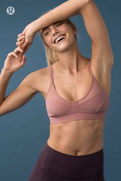 The Anew Bra was designed with ventilation in mind. Really like this color combo for yoga Fitness Brand, Moda Fitness, Body Inspiration, Fitness Inspiration, Yoga Photos, Fitness Photoshoot, Mode Chic, Yoga Fashion, Female Poses