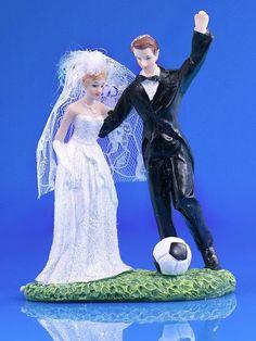 Couple de marié au ballon de football