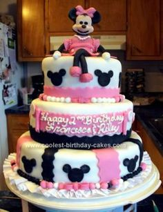 I had so much fun with this Minnie Mouse Birthday Cake! Each tier was 3 layers with butter cream. To make the black heads I used Wilton's smallest flow 2 Year Old Birthday Cake, Happy 2nd Birthday, Cool Birthday Cakes, Birthday Cake Girls, Birthday Ideas, Minnie Mouse Birthday Cakes, Minnie Cake, Just Cakes, Girl Cakes