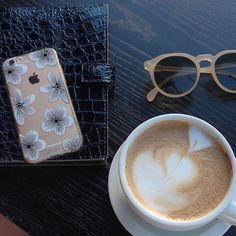 Nicole Alexandra | Be Hue  @atnicolealexandra Enjoying a cup of coffee with our Delphine case nearby!