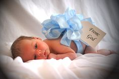 Love this! baby boy -- would be so easy to take this to the hospital for pictures the day after birth :)