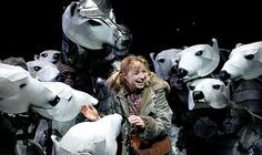 Elaine Symons in the National Theatre's adaptation of His Dark Materials (Philip Pullman) #puppets #puppetry #poppentheater