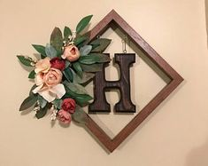 Trendy diy home decor pictures shadow box Ideas Picture Frame Wreath, Picture Frame Crafts, Cricut Picture Frames, Cute Picture Frames, Hanging Picture Frames, Wedding Picture Walls, Dollar Tree Decor, Home Decor Pictures, Deco Table