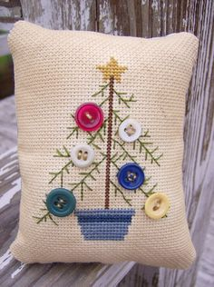 Very cute cross stitch idea for the holidays at Christmas... a pillow or an ornament maybe? #christmas #cross_stitch #buttons