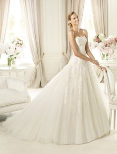 Pronovias | in due - Brautmode und Hochzeitsshop in Dresden