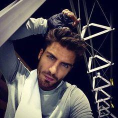 Maxi Iglesias Bearded Men, Celebrity Crush, Gentleman, Beautiful People, Che Guevara, Dj, Crushes, Handsome, Guys