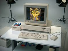 A1000, the first Commodore Amiga model. It brought an audiovisual revolution in 1985.