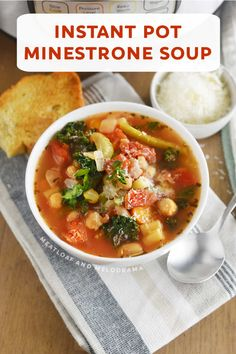 Instant Pot Minestrone Soup is an easy Italian vegetarian soup recipe made with fresh vegetables, beans and pasta in a light tomato broth. Perfect for a quick lunch or dinner! Soup Store, Italian Soup Recipes, Chicken Broth Can, Stuffed Pasta Shells, Vegetarian Soup, Instant Pot Pressure Cooker, Spring Recipes