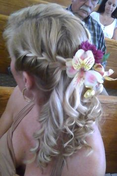 Half up, Half down, with flower!Sis you were thinking something like this maybe? Half Up, Hair Dos, My Girl, Wedding Planning, Hair Makeup, My Style, Nails, Pretty, Flowers